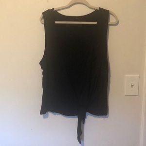 Tops - Cropped tie front tank w/ small pocket
